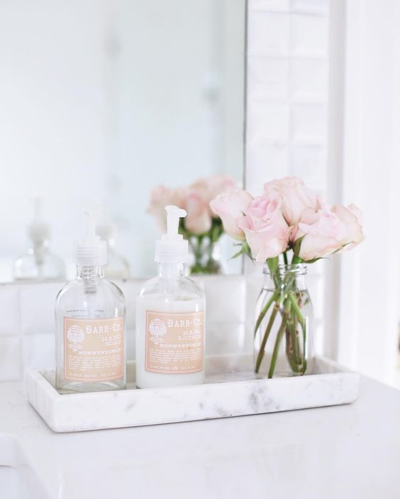 decoracion con flores en el baño 1