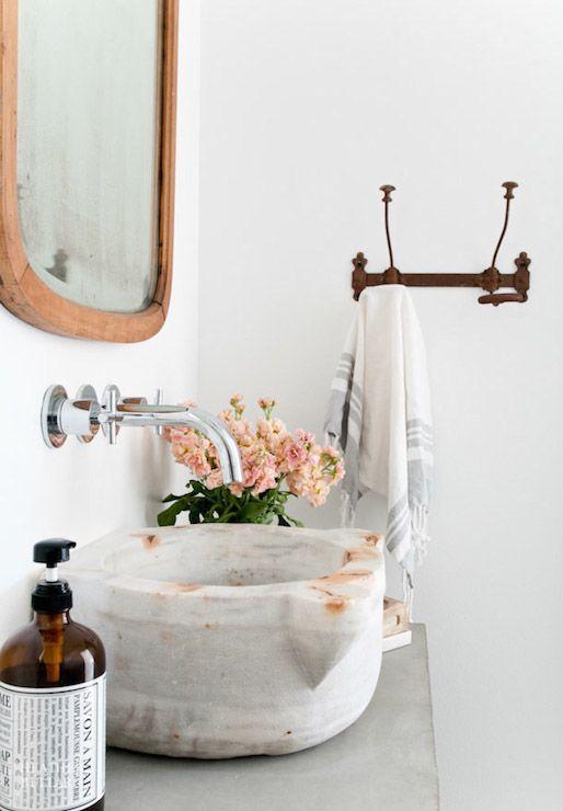 decoracion con flores en el baño 2
