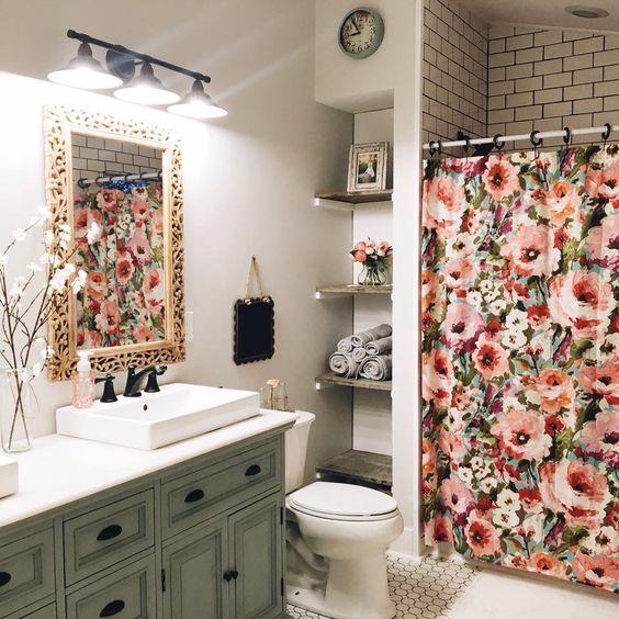 decoracion con flores en el baño 3