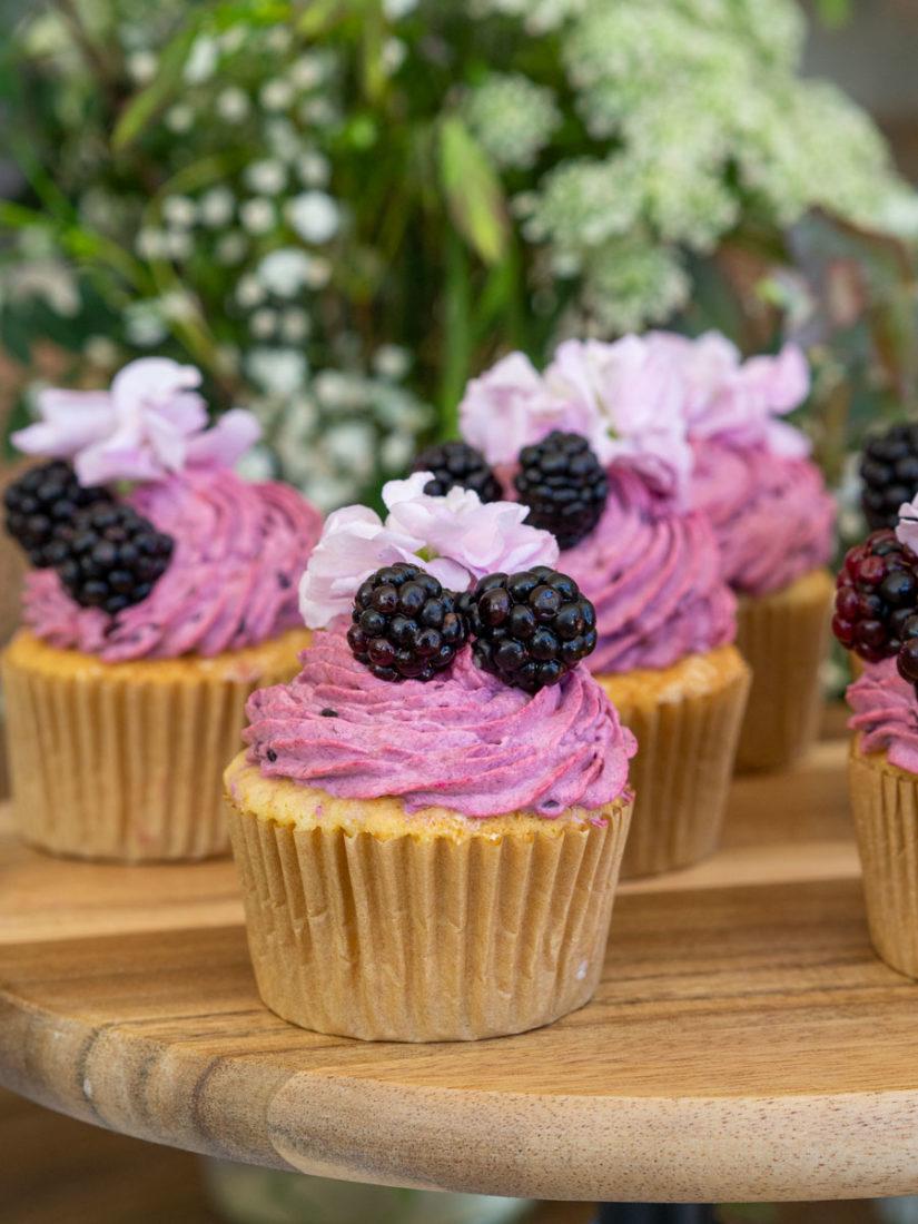 cupcake-frambuesa-y-mora-catering-la-petite-cuisine-salon-des-fleurs-2.jpeg
